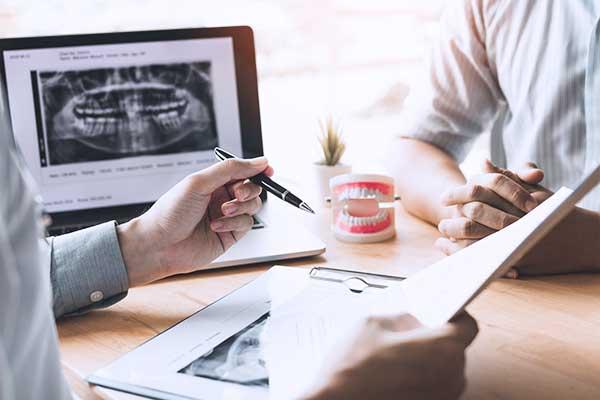 Estudio Tridimensional para Cirugía de Implantes y Regeneración Ósea Guiada